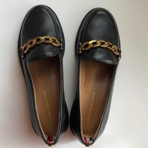 NWOB Tommy Hilfiger Gold Chain Leather Loafers
